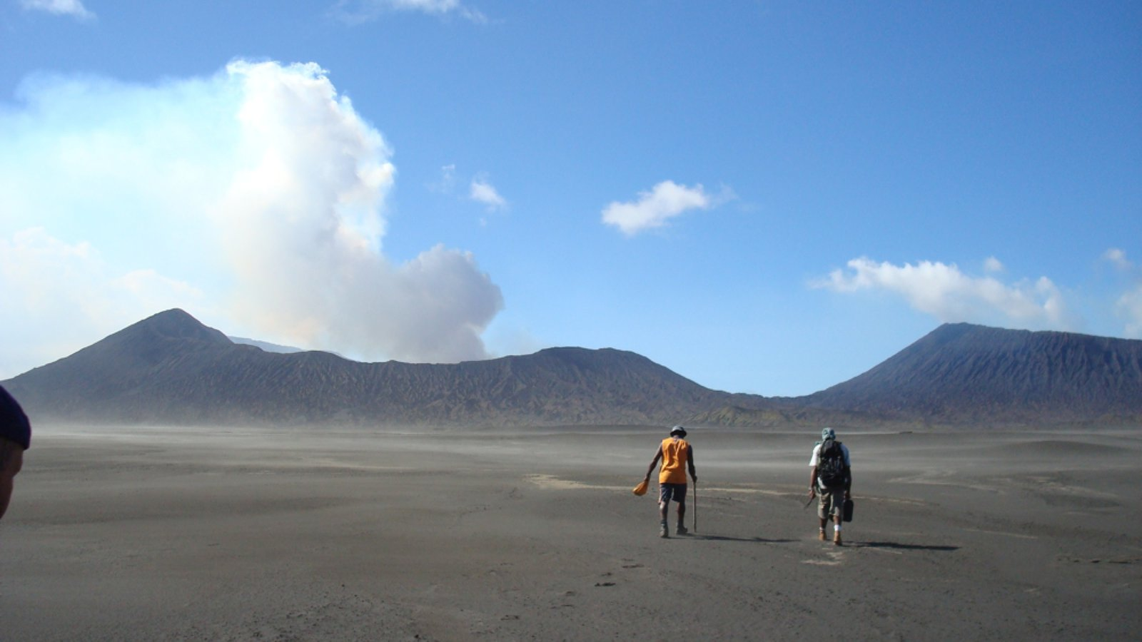 Lon Marum - Culture, Magic and Life on an Active Volcano