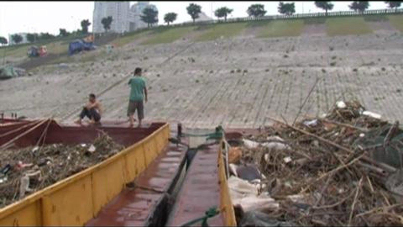 The Yangtze River's Green Sailors